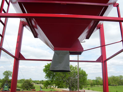 Wind Sock Overhead Feed Grain Bins - by Gobob Pipe and Steel